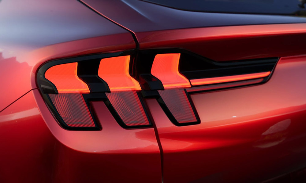 Ford-CX727-EU-UE4_CX727_M_G_49192-16x9-2160x1215-bb-brake_light_detail.jpg.renditions.extra-large
