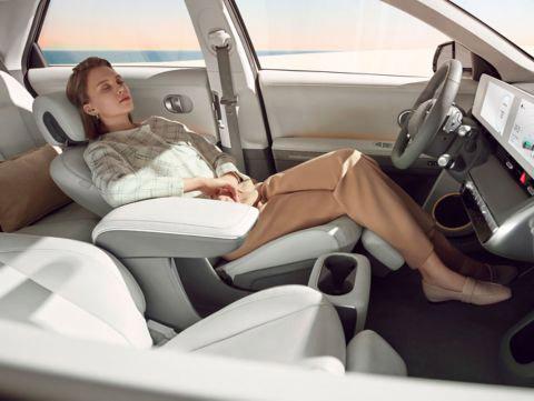 Hyundai_IONIQ5_relaxation_seats-1_4x3
